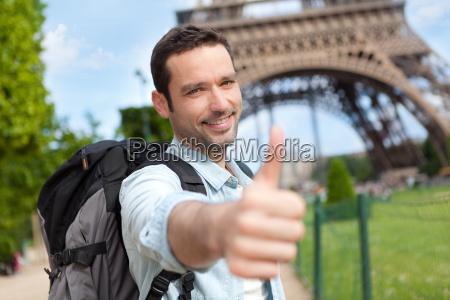 junge attraktive reisenden in paris