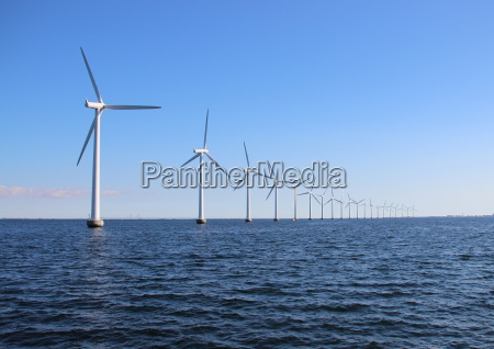 perspektivische, linie, von, ozeanwindmühlen, mit, dunklem - 12886496