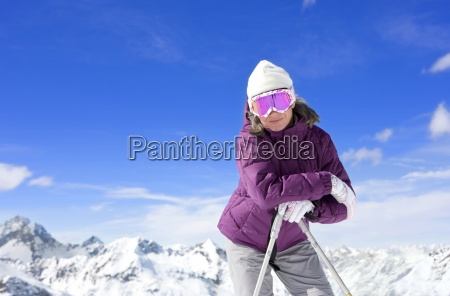 portrait of smiling woman wearing ski