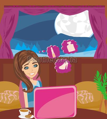 online shopping junge laechelnde frau sitzt