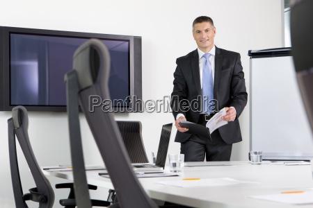 retrato de hombre de negocios sonriente