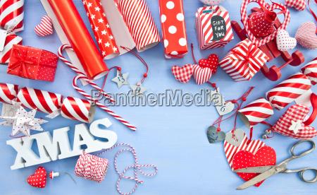 geschenke verpacken fuer weihnachten
