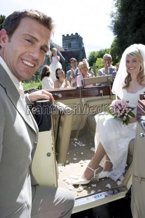 bride i bagsiden af u200bu200bkonvertible veteranbil