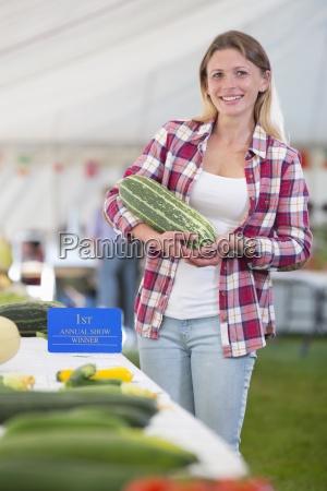 risata sorrisi spettacolo agricolo enorme gigante