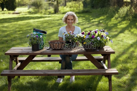 mujer risilla sonrisas solitario ocio estilo