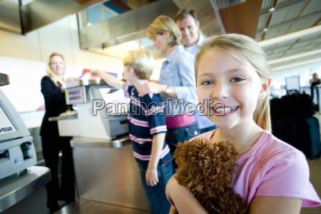 familien empfangsticket von weiblichen check in