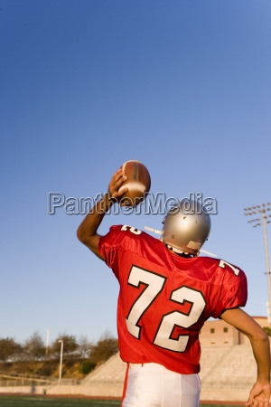 american football quarterbacks in roten streifen