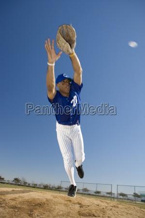 baseball spieler in der blauen uniform