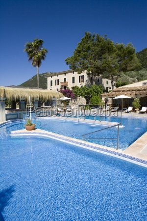 chateau hotel schwimmbad