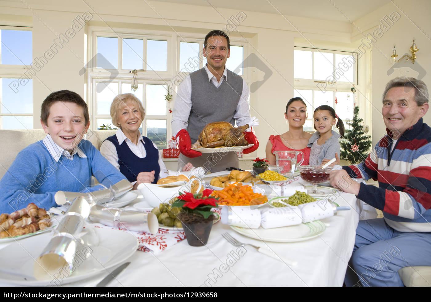 multi generationen familie essen weihnachtsessen am stock photo 12939658 bildagentur. Black Bedroom Furniture Sets. Home Design Ideas