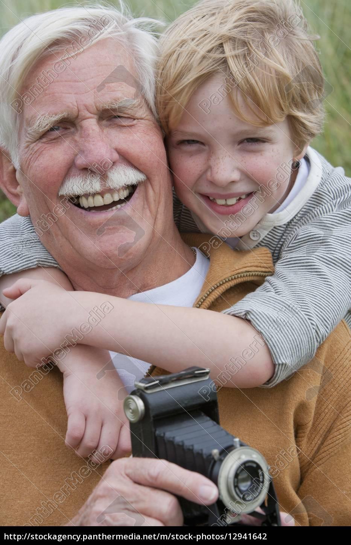 porträt, von, großvater, und, enkel, mit - 12941642