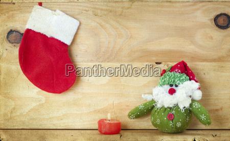 weihnachtsdekoration mit weihnachtsmann figur