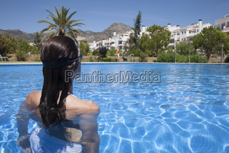 frau sport schwimmbecken pool swimmingpool swimming