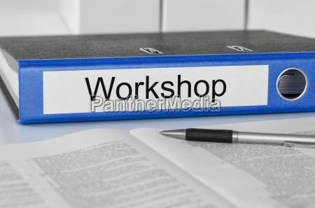 aktenordner mit der beschriftung workshop
