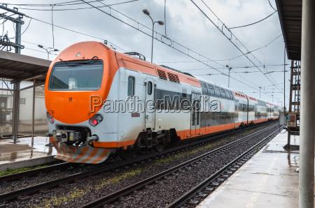 bahnhof station bahn eisenbahn lok lokomotive