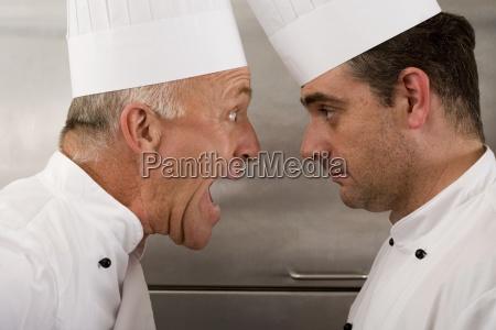 veraergerter aelterer chef bei junior chef