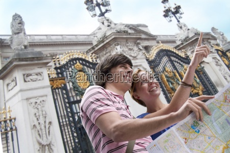 junges paar sightseeing