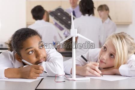 personas gente hombre escribir profesor educacion