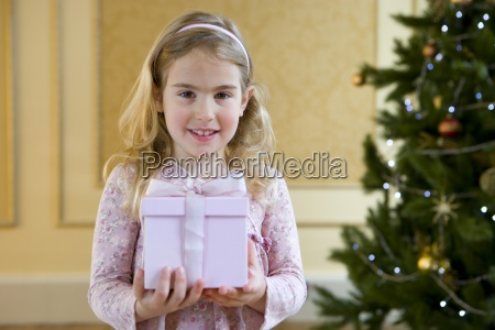 girl 4 6 with gift box