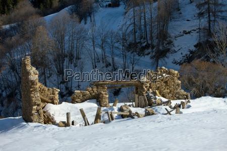 kirche gemaeuer gotteshaus ruinen betagt zerstoerte