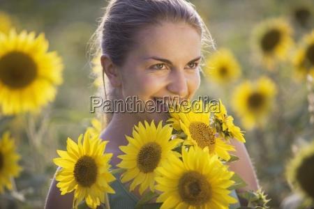 frau farbe weiblich feld portrait portraet