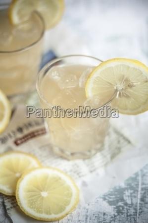 glas becher trinkgefaess kelch tasse essen