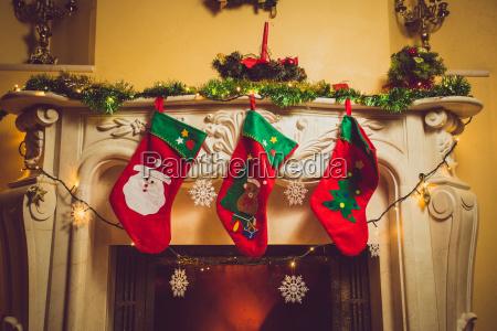 getoenten foto von drei roten weihnachtssocken