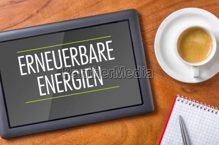 tablet auf schreibtisch erneuerbare energien