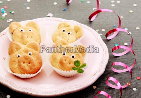 tasty nettes schwein cookies mit blaettern