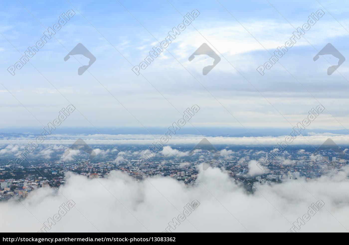 stadtlandschaft, mit, hoher, aussicht, am, wolkenhimmel - 13083362