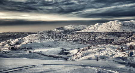 schoene wintergebirge landschaft
