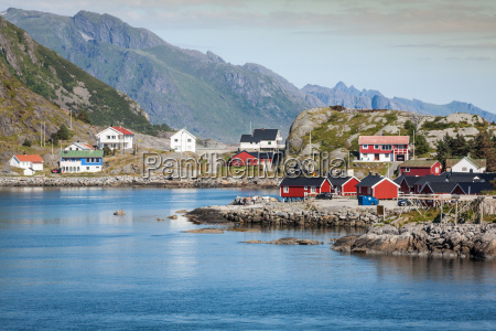 malerischen fischerdorf reine am fjord auf