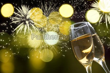 champagnerglaeser gegen urlaubslicht