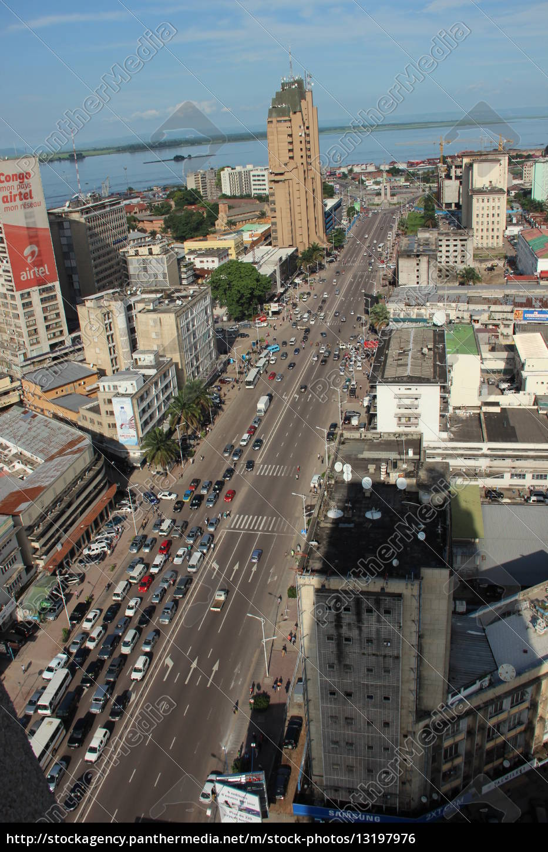 Kinshasa, DR Kongo, Afrika, afrikanische Metropole, Boulevard, Hauptstraße - 13197976