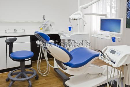 behandlungszimmer in einer zahnarztpraxis