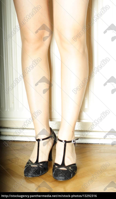 frau mädchen person weiblich beine stehen lange lang - Lizenzfreies ...