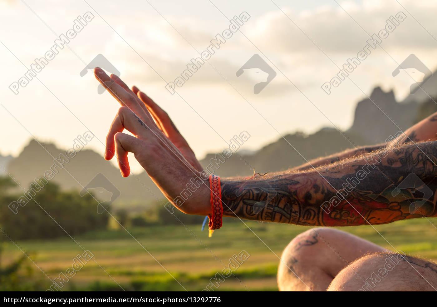 mann, person, mensch, haende, hand, finger - 13292776