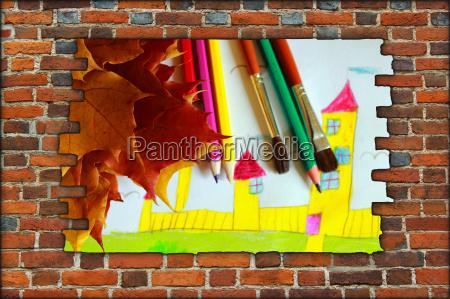 ziegelmauer und blick auf die zeichnung