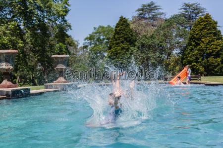 maedchen jump pool