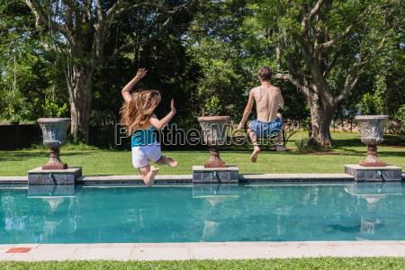 chicas ninyos piscina