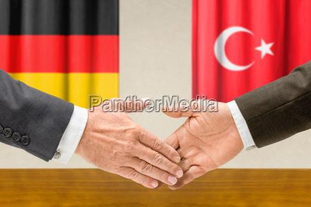 vertreter deutschlands und der tuerkei reichen