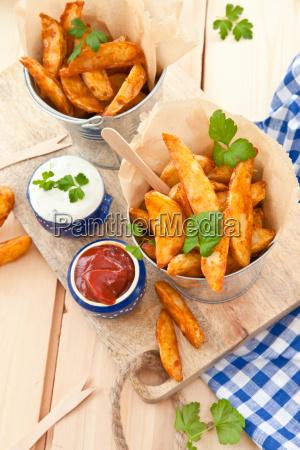 fresh potato wedges with dip