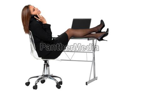 sexy mitarbeiter gekleidet in schwarzen anzug