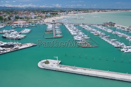 marina bay in rimini italien