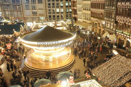 karussell auf dem frankfurter weihnachtsmarkt