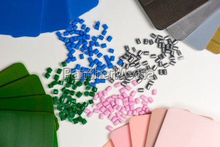 plastic granules with color platelets