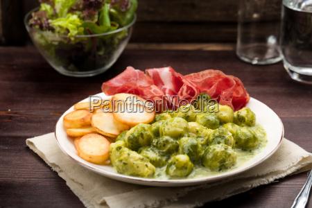 rosenkohl mit bratkartoffeln