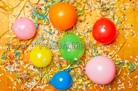 bunte party luftballons