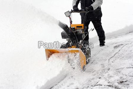 schneeraeumen mit der schneefraese
