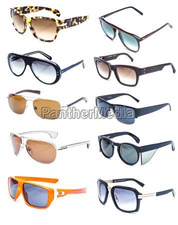 sammlung von bunten sonnenbrille auf weissem